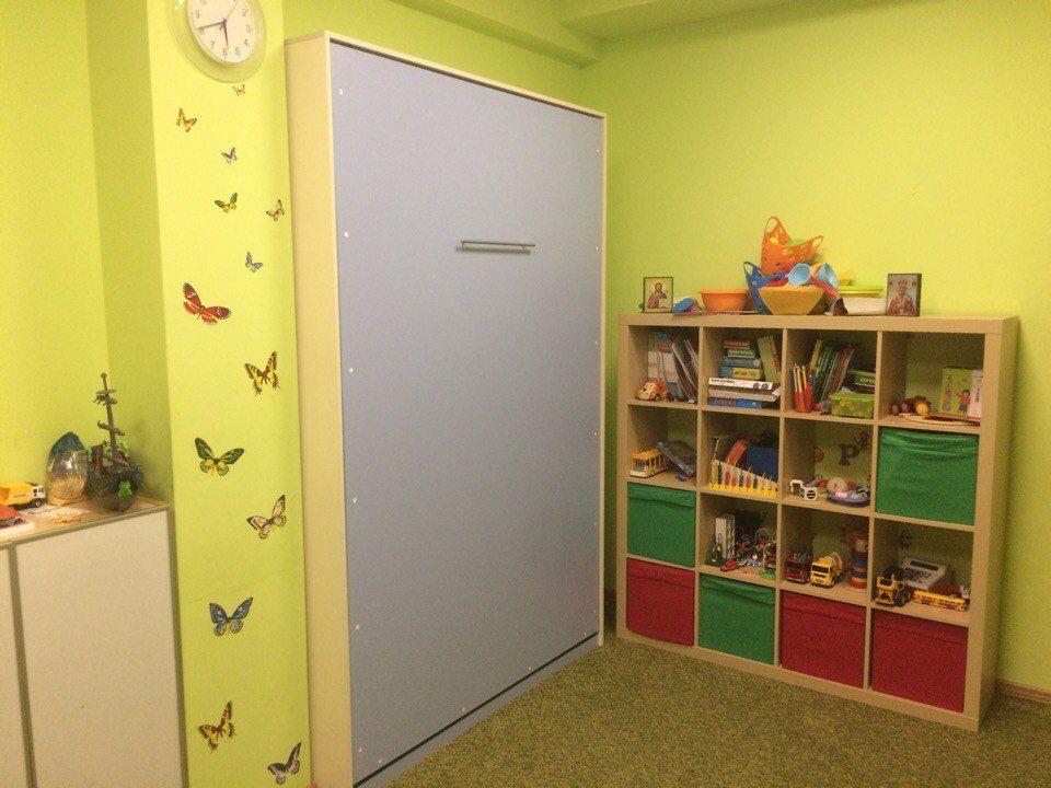 Кроватка в частном детском саду. Кровать рассчитана на три ...