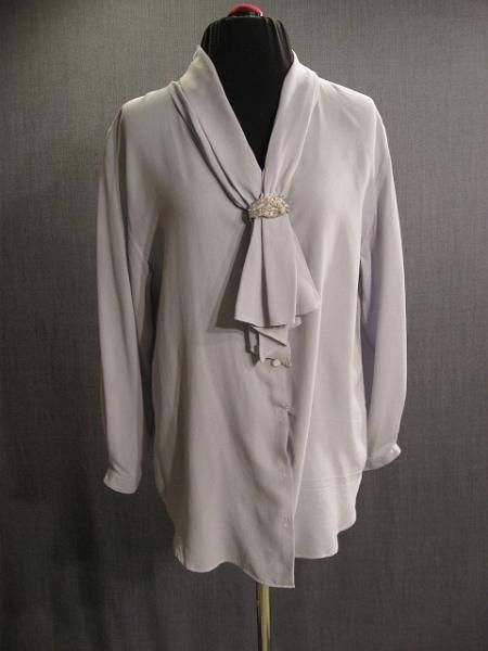 1930s Womens Blouse Pale Grey with beaded detail