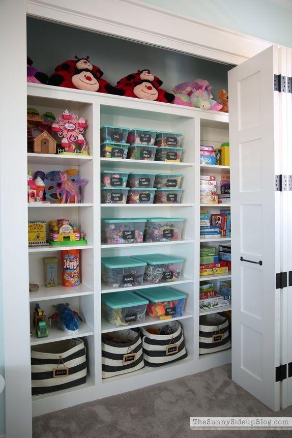 7a7590b7b262 Nábytok · Now that s an organized play closet!