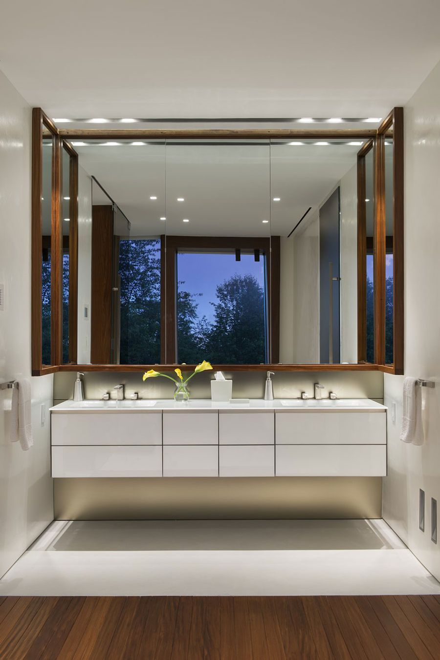 Stunning New York Residence Showcases Unobstructed Views Of The