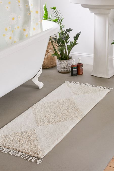 Looped Geo Runner Bath Mat In 2020 Bath Mat Bathroom Interior