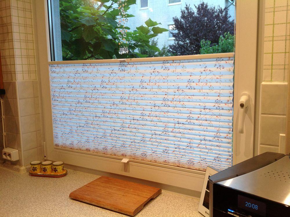 Plissee faltstores mit muster f r einen tollen individuellen sichtschutz in der k che k che - Kuchenfenster sichtschutz ...