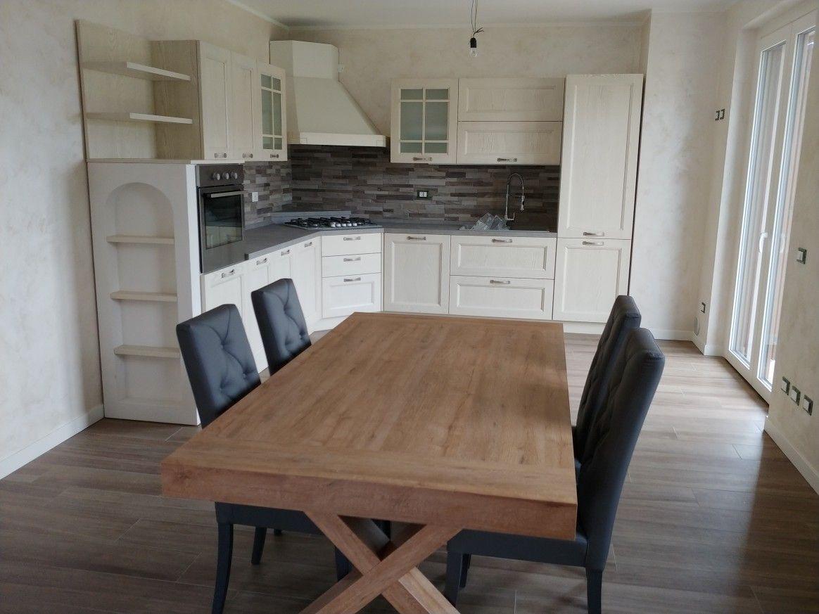 Quasi terminata la cucina in legno decape\' mod. Village di ...