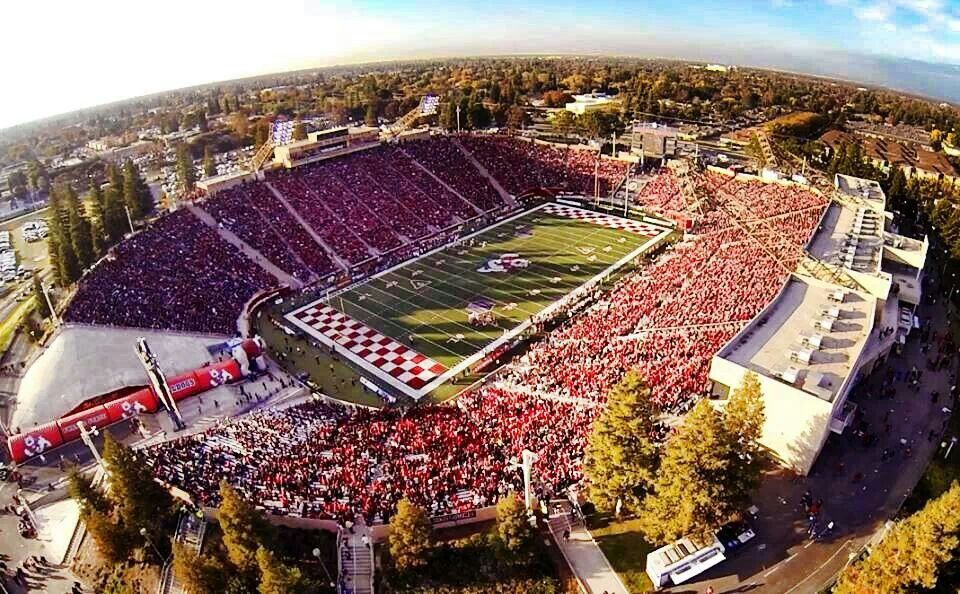 Great Air Pic Of Fresno State University Bulldog Stadium University Of Hawaii Fresno State Football Stadiums