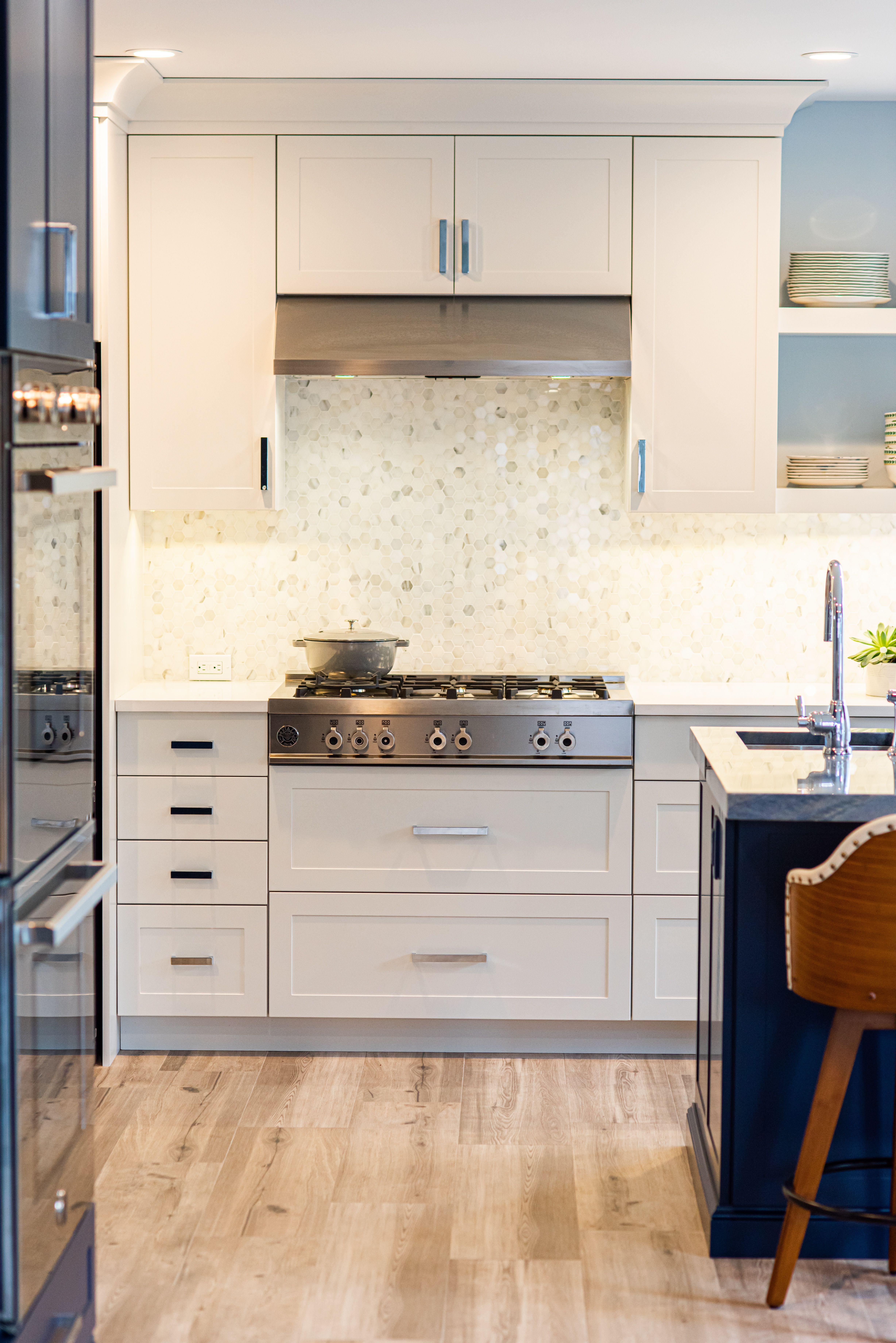 36 Undermount Canopy Hood In 2020 Worktop Designs Kitchen Suite European Kitchens