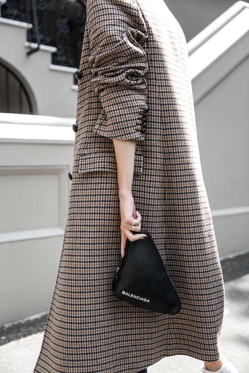 1e819185d46a joseph houndstooth coat straight leg jeans tee minimal balenciaga triangle  bag clutch street style fashion blogger outfit (3 of 7)