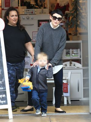 Josh Dallas and Ginnifer Goodwin Making Shopping at The Grove After Visit Father Christmas With Children