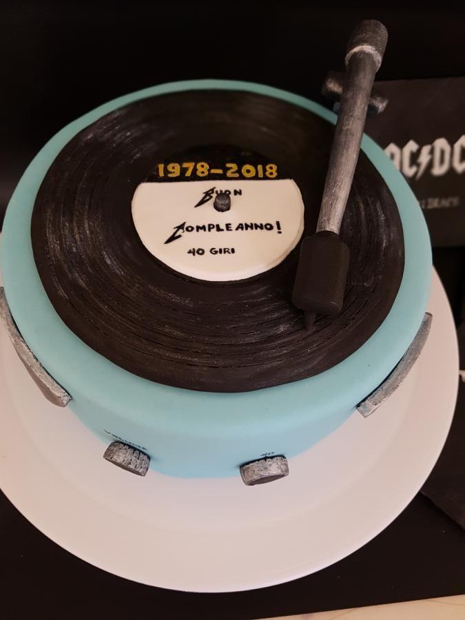 Vintage Vinyl Player Cake By Torturicupasiune Record Cake Music Cakes Birthday Cake For Mom