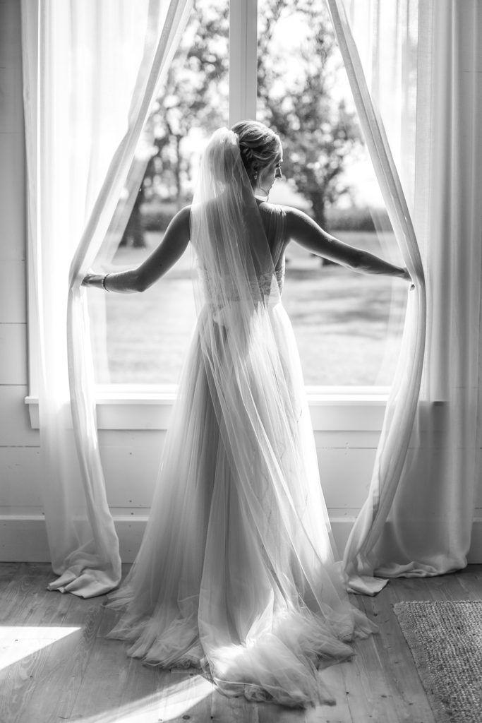 Bridal Veil Inspiration Outdoor Wedding Photos Garden Venue Garden Wedding Venue