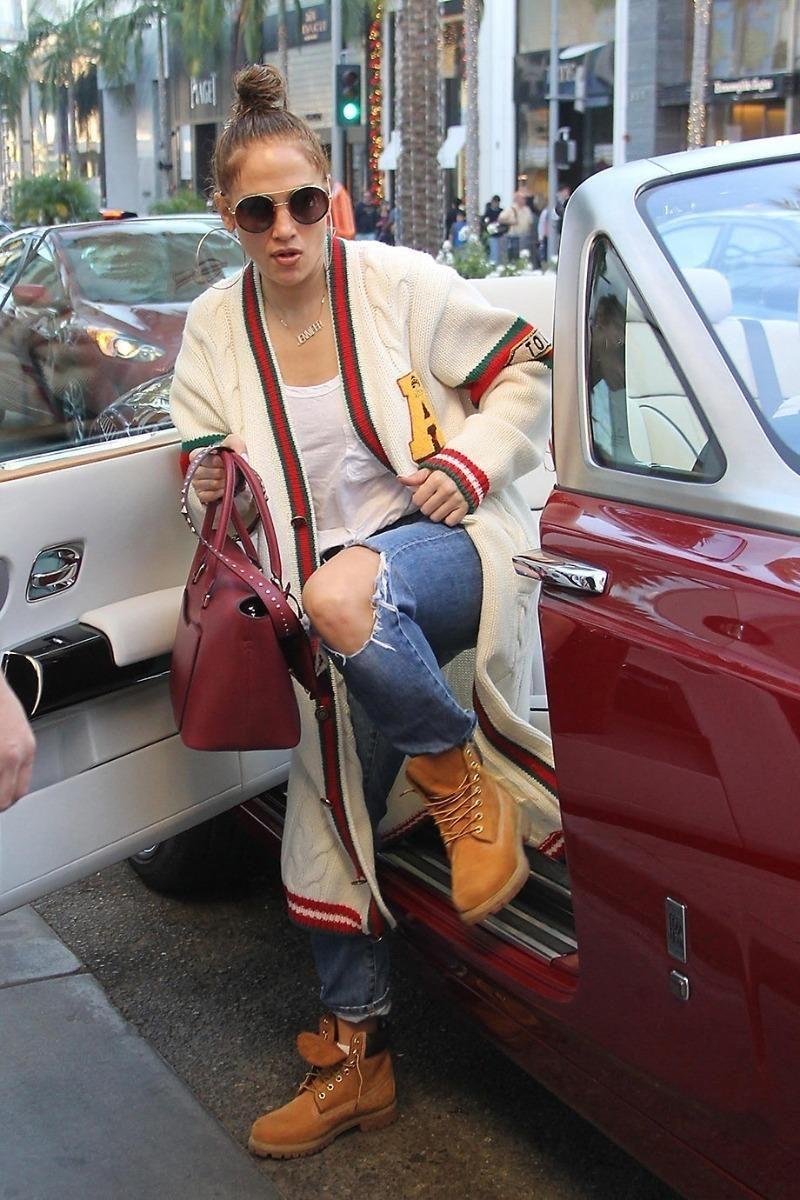 Jennifer Lopez looking cool 787489809046b