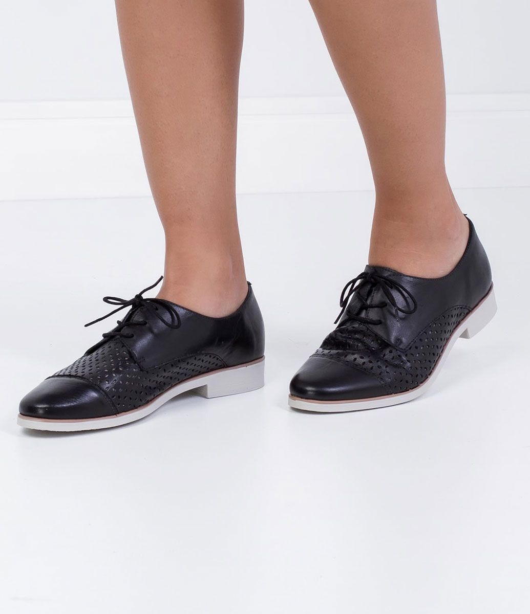0a965d8b7 Sapato Feminino Bottero em Couro Oxford Vazado - Lojas Renner | shoes