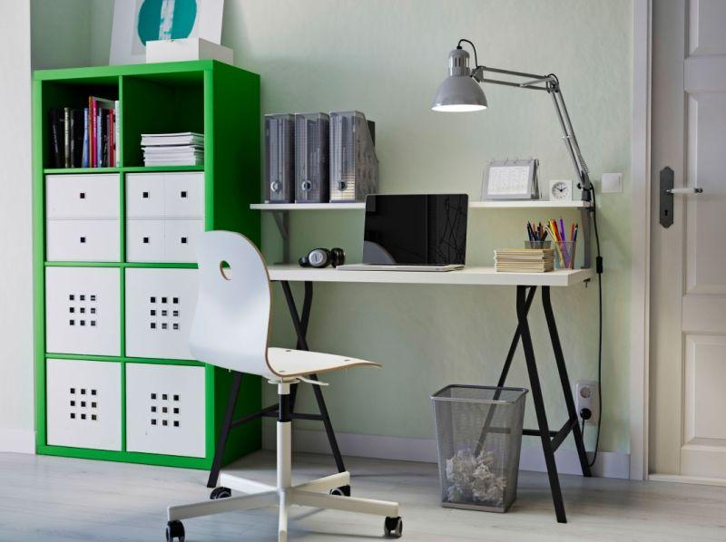 Home office modern einrichten schreibtisch mit kreuzbeinen und