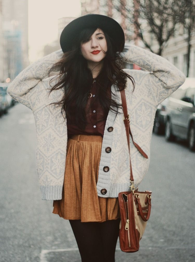 This is cute! I love the subtle patten in the chunky cardigan. Also the burgundy shirt and burnt orange color really matches and the tan bag really works. The hat is such a cute accessory too!