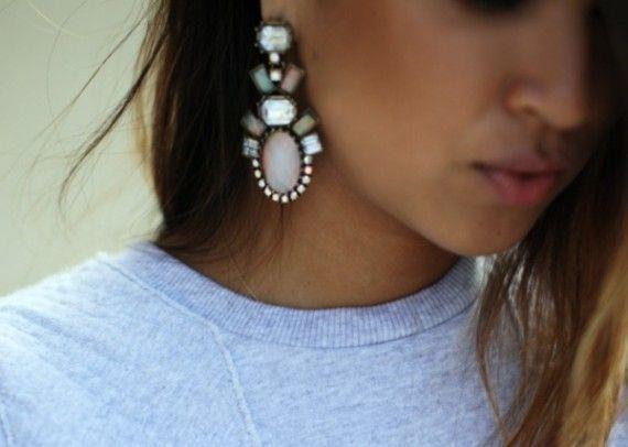 grosses boucles d'oreilles pendantes
