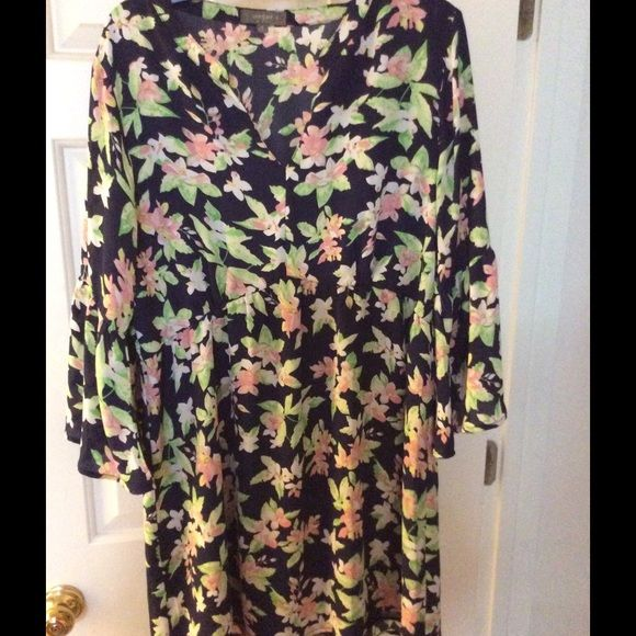 Umgee floral bell sleeve dress Umgee floral dress bell sleeve (in pic 2)  Empire waist with elastic wear as tunic or dress Umgee Tops Tunics