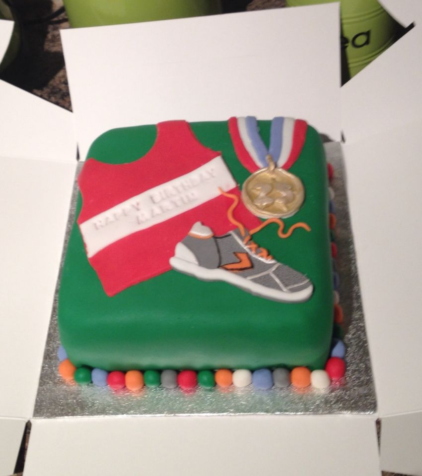 Birthday Cake Pictures For Runners : Birthday cake for a runner Athlete cakes Pinterest ...