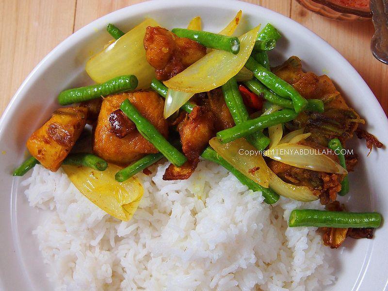 Nasi Ayam Goreng Kunyit Ayam Kunyit Ayam Berempah Ayam Goreng Kunyit Resepi Melayu Chicken Nasi Goreng Malaysian Food