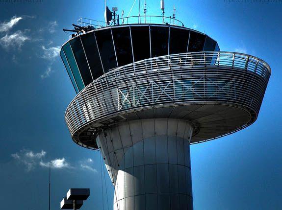 Esta es la hermosa Torre de Control del Aeropuerto de Bordeaux, en Francia. #HangarCentral