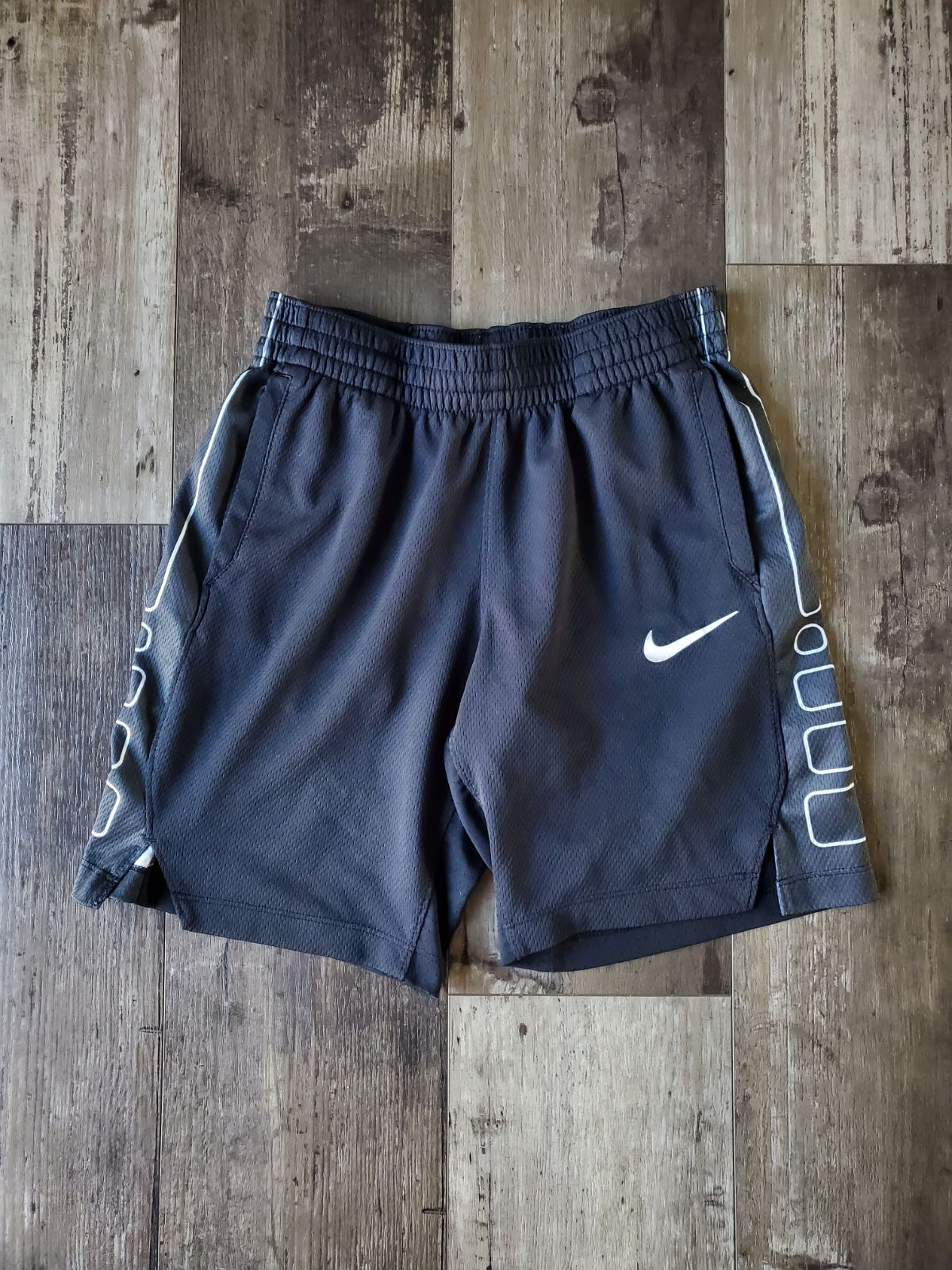 Nike Shorts L On Mercari Boys Nike Shorts Nike Shorts Shoes With Jeans