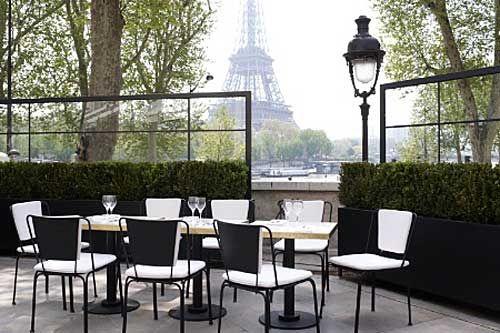 A Maneira Mais Chic De Ver A Torre Eiffel Neste Verão Restaurantes Em Paris Torre Eiffel Torre