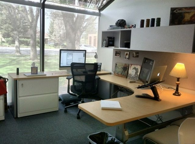 Office in Apples Cupertino headquarters  Apple Mac workspace