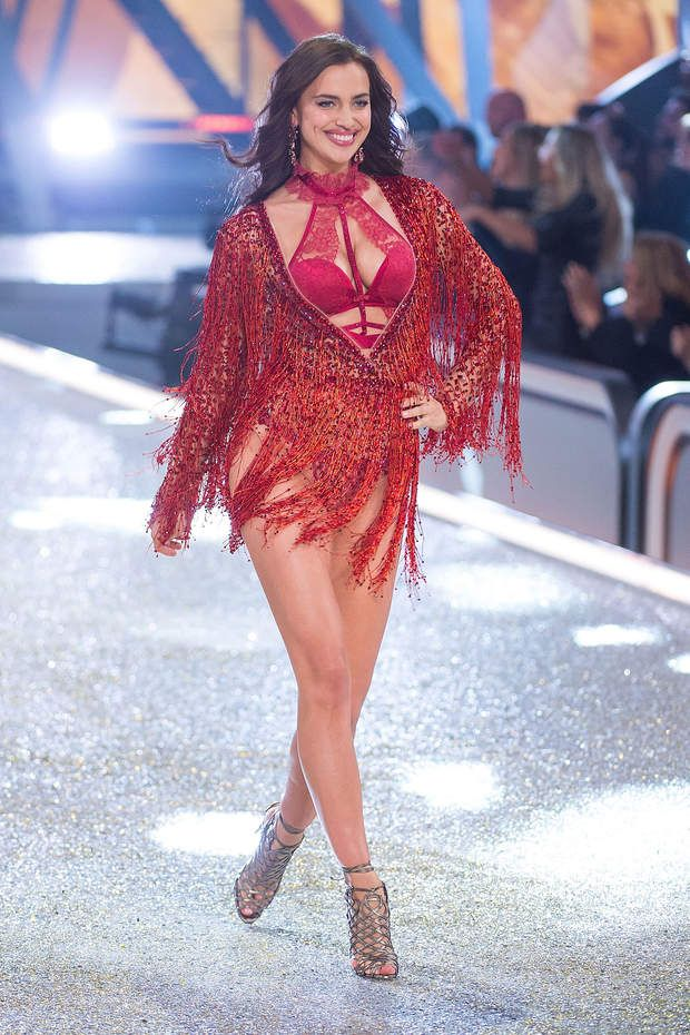 Irina Shayk enceinte  lors du défilé Victoria's Secret parisien