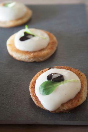 Toast met mousse van Brie en balsamicocrème - Hap en Tap