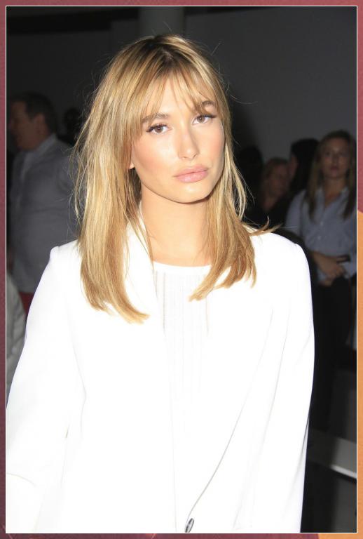 How To Style Side Swept Bangs Like 30 Of The Chicest Celebrities Curtainbangs B Bangs In 2020 Bangs With Medium Hair Medium Hair Styles Medium Length Hair Styles