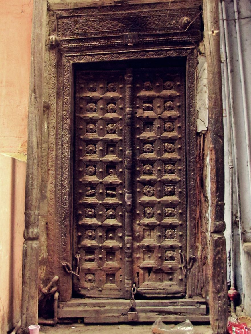 I Walk Around Delhi And Take Pictures Of Its Beautiful Doors Indian Doors Beautiful Doors Doors