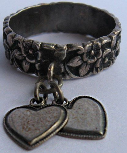 VINTAGE STERLING SILVER RELIEF FLOWERS DANGLE HEARTS RING