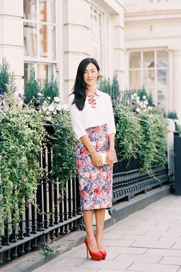 printed skirt + statement necklacevanessa jackman A LA MODE