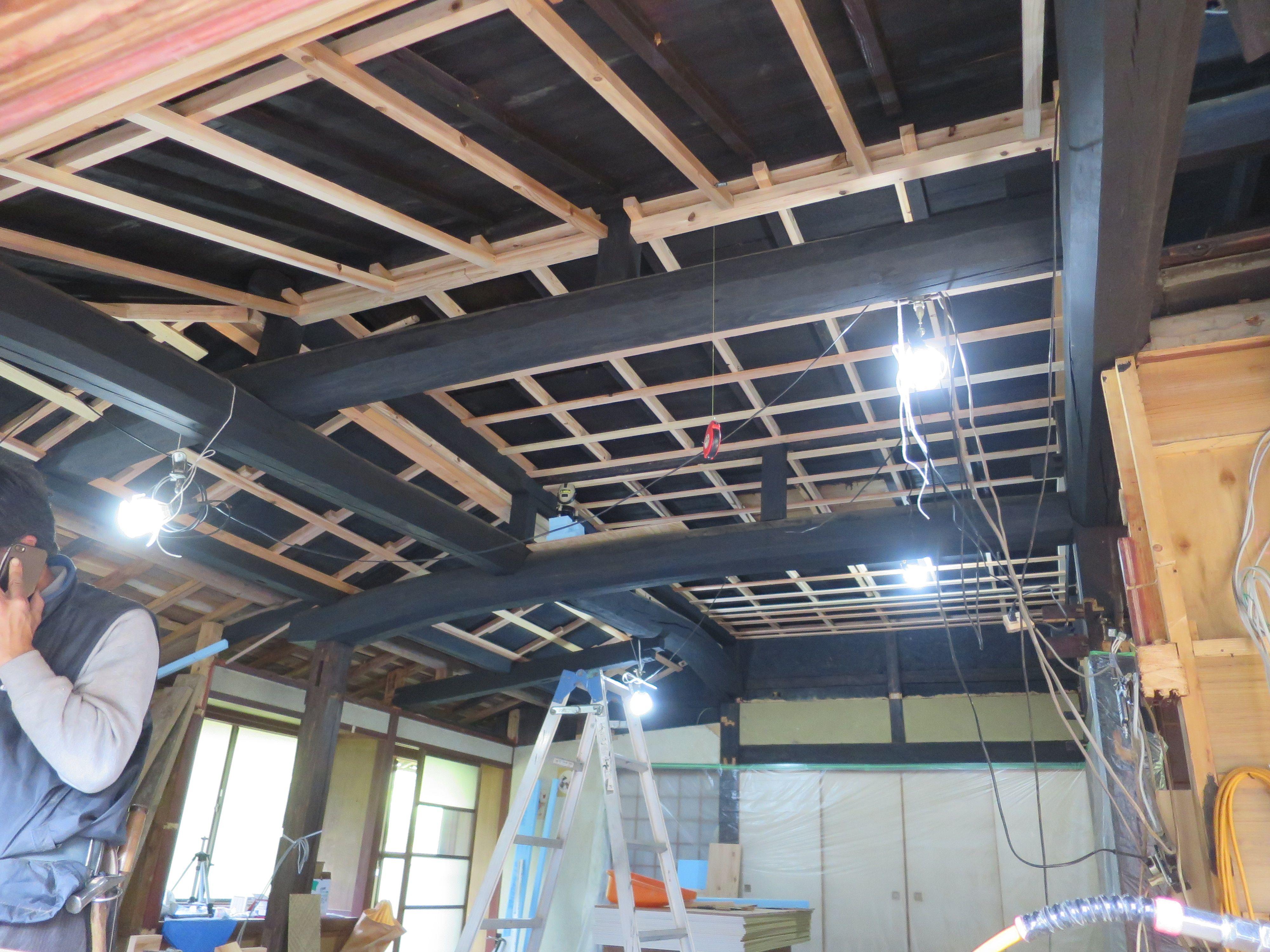 吹抜け天井 下地材の打ち付け作業中 3 4完了 リフォーム 古民家