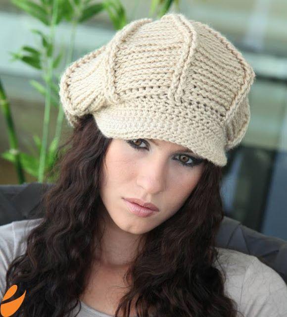 Patrón para tejer boina a crochet en hilo de color beige. Ver más ...