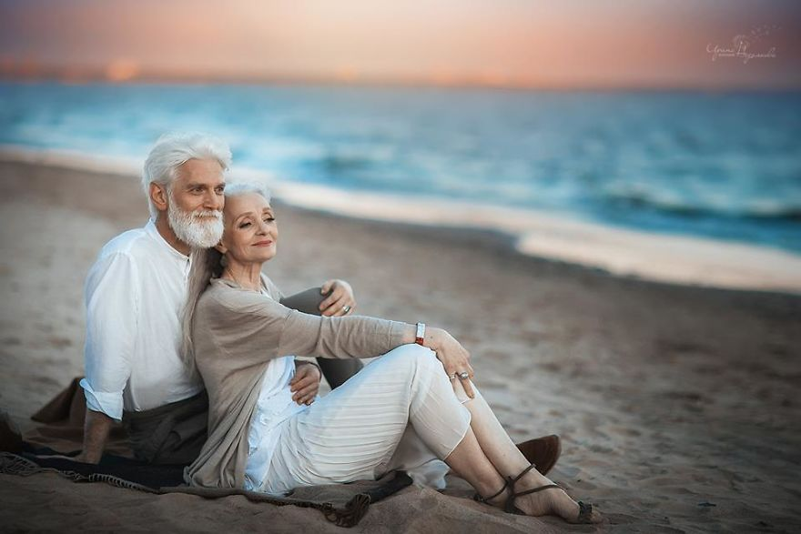 Russian Photographer Captures Beautiful Elderly Couple To Show