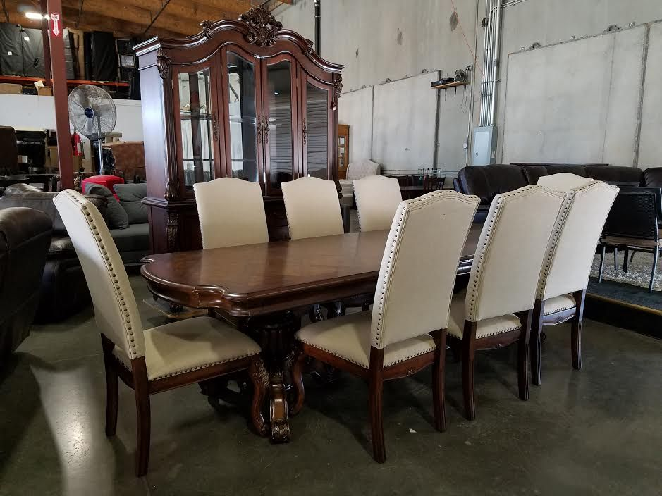 Quality Furniture Auction Every Friday Night At