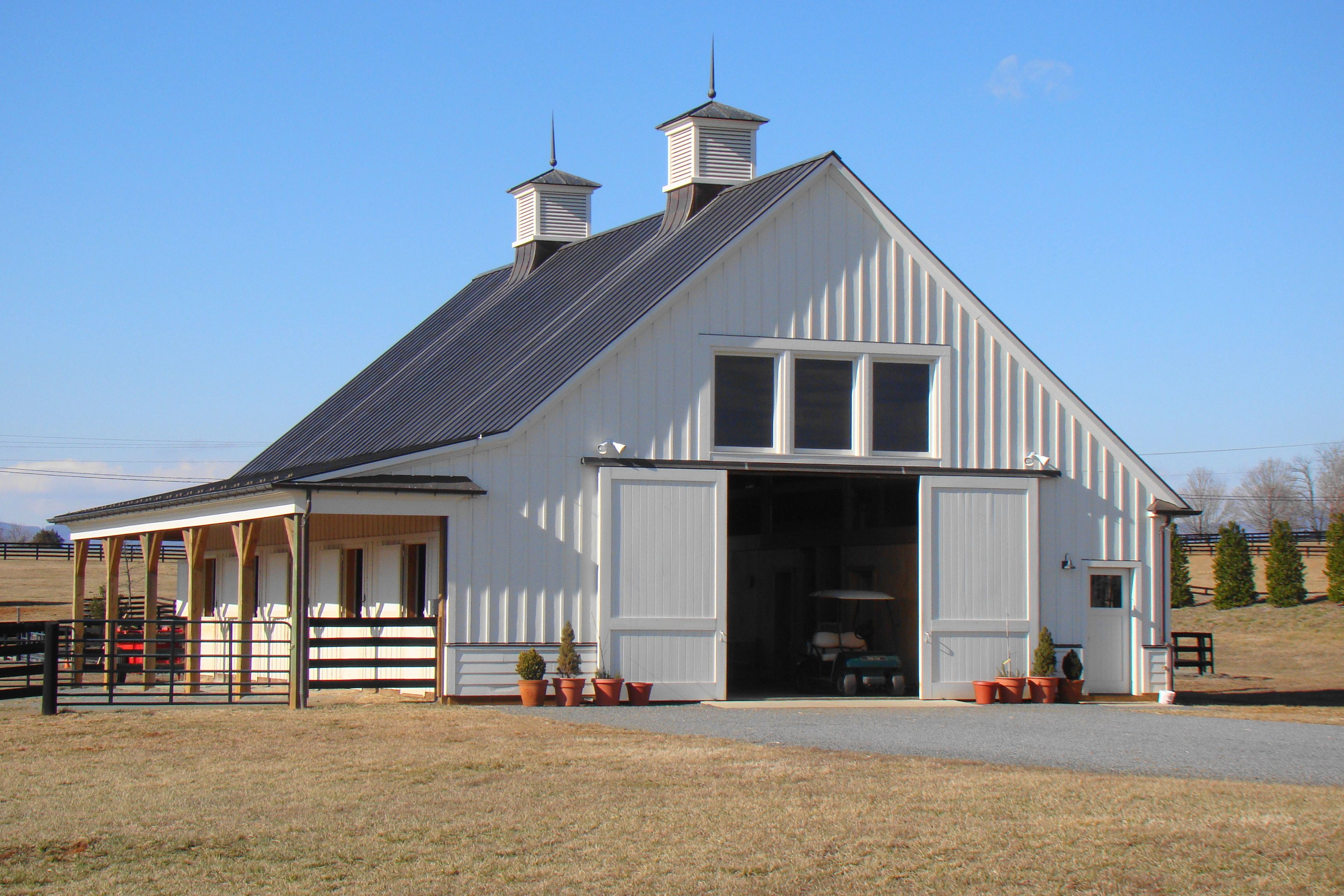 Functional barn outside pinterest barn horse barns for Horse barn house