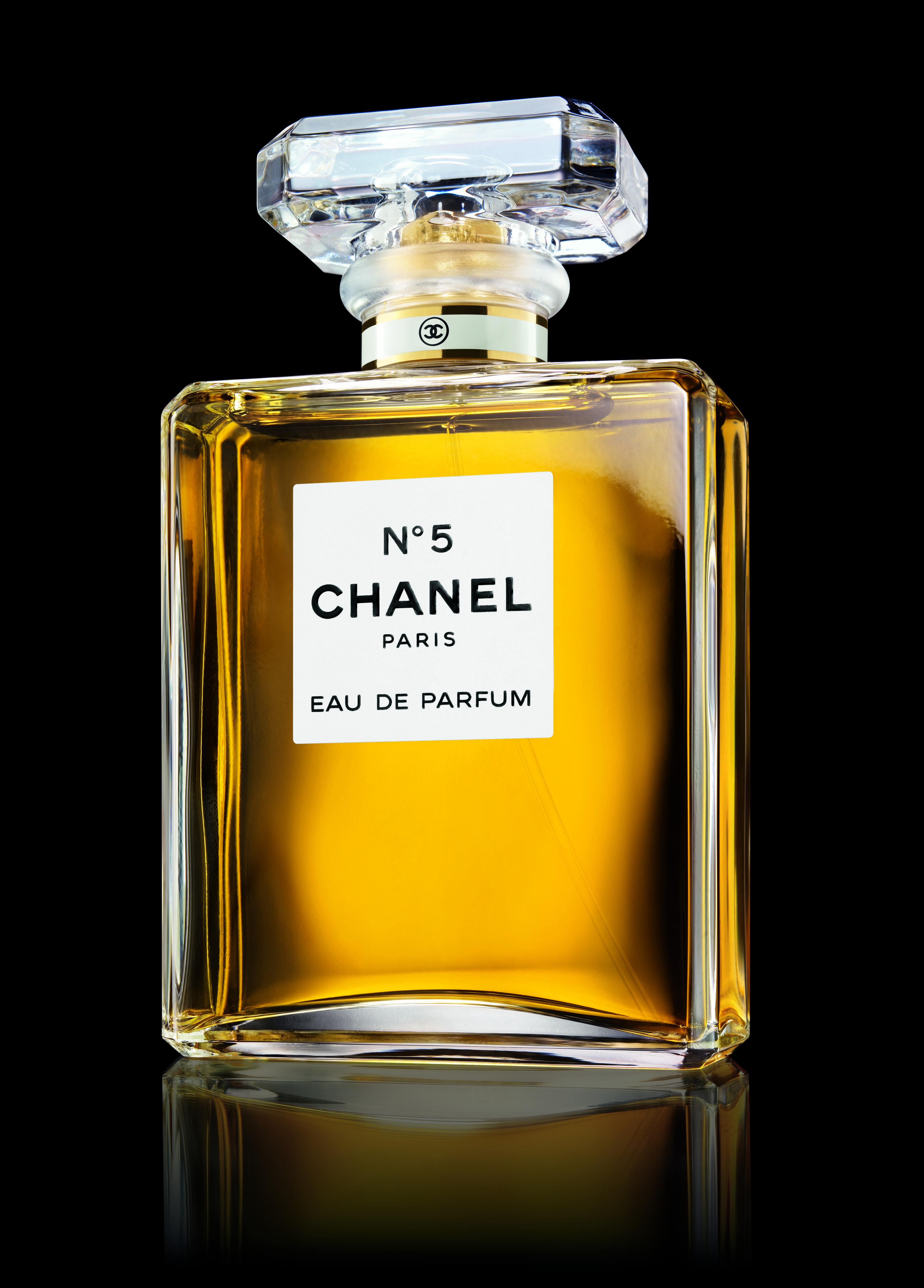 Chanel n 5 el perfume m s conocido y vendido en el mundo coron a la casa de modas chanel y a - Perfumes en casa ...