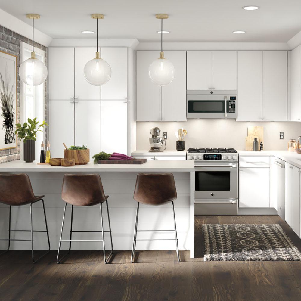 Thomasville Studio 1904 Custom Kitchen Cabinets Shown In Modern Style Hdinstslssh The In 2020 Custom Kitchen Cabinets Kitchen Cabinet Design Modern Kitchen Interiors
