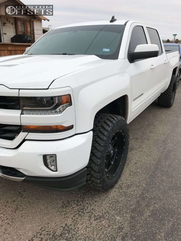 2016 Chevrolet Silverado 1500 Fuel Hostage Rough Country Leveling