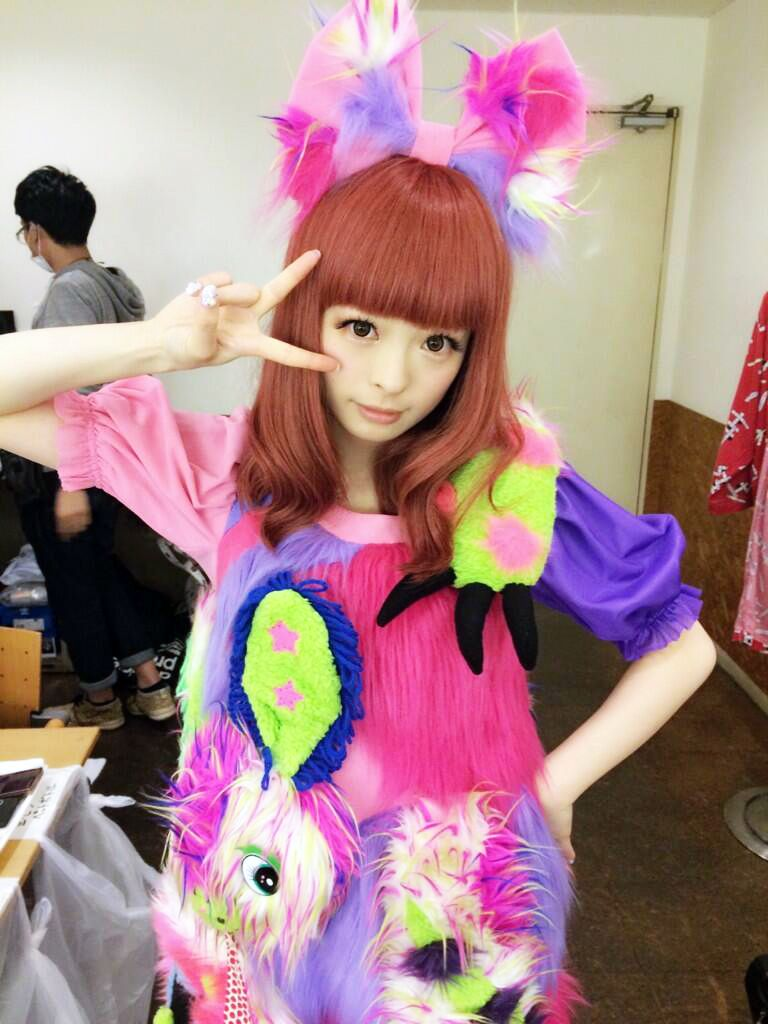 Kyary pamyu pamyu on pinterest kyary pamyu pamyu icons and kawaii Japanese fashion style icon