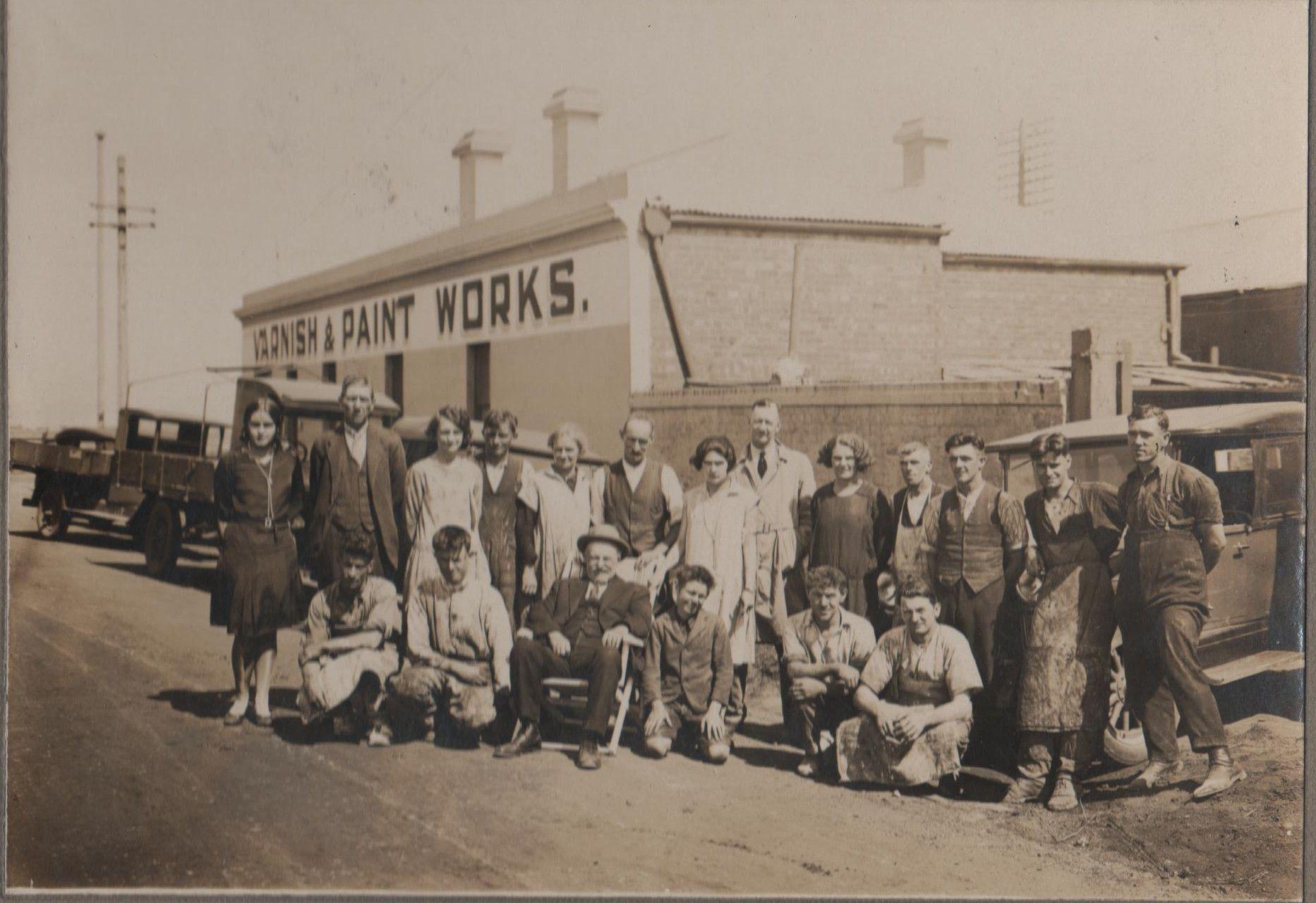 Historical staff picture around 1930