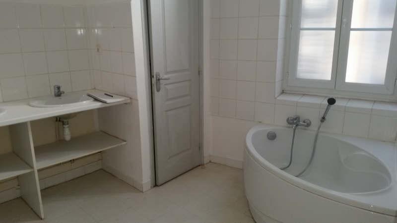 6e - rue Marengo - grand T4 rénové d'environ 110 m² avec terrasse de 15 m², proche métro, bus. Il se compose d'un séjour/cuisine, de trois grandes chambres (20,19 et 14 m²), d'une salle de bains, un WC avec lave mains. Libre immédiatement ! Contact: philippe Toutes nos offres.