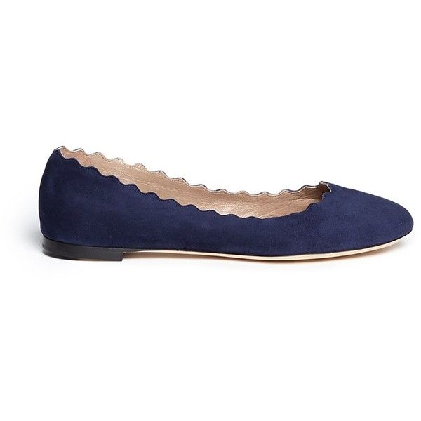 Chloé 'Lauren' scalloped edge suede flats (1.875 BRL) ❤ liked on Polyvore featuring shoes, flats, blue, blue suede shoes, ballerina shoes, blue suede flats, blue ballerina flats and ballet flat shoes