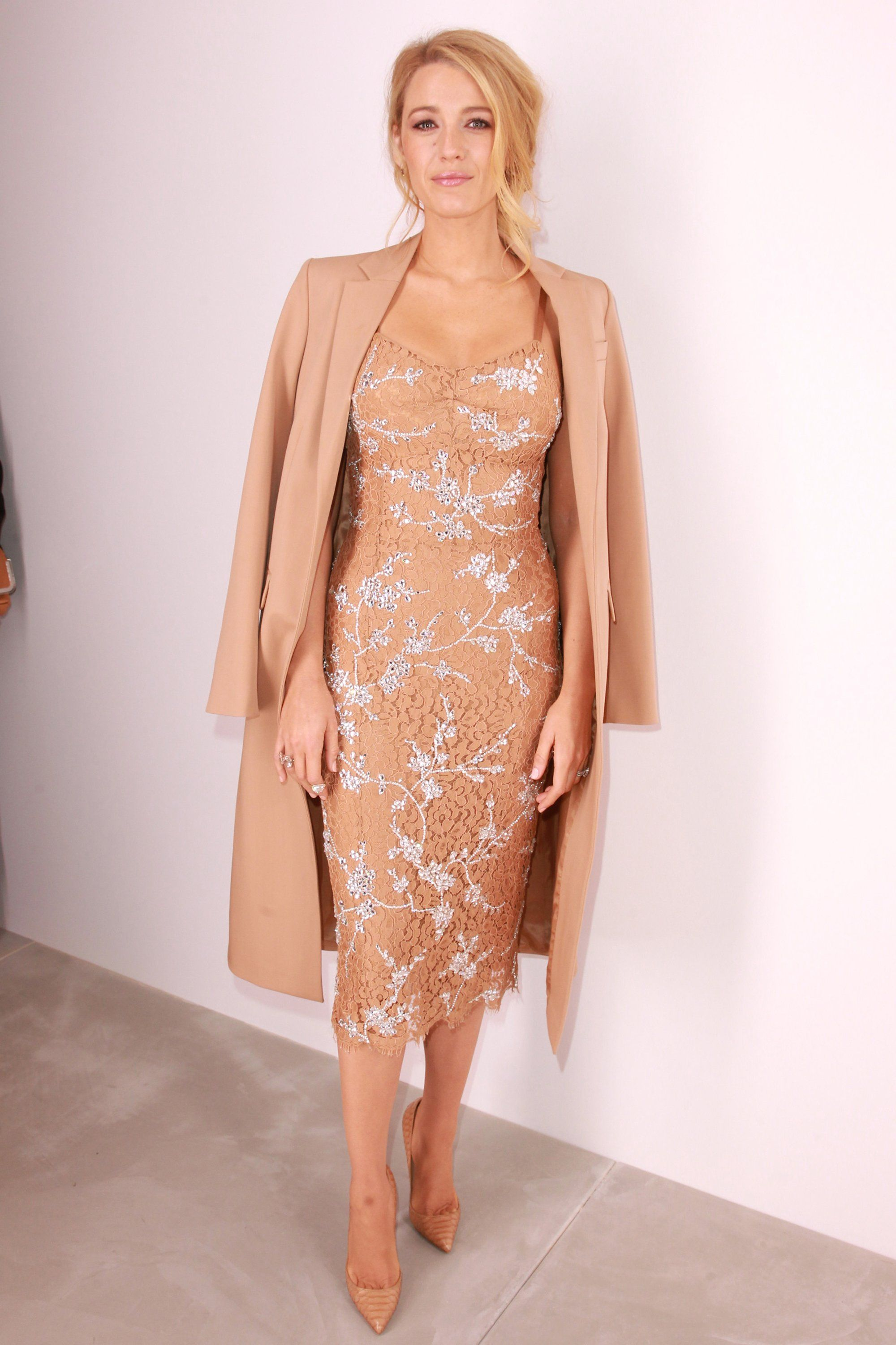 Blake Lively Returns to the Front Row at New York Fashion Week Styl  Celebrit b32523b6e2