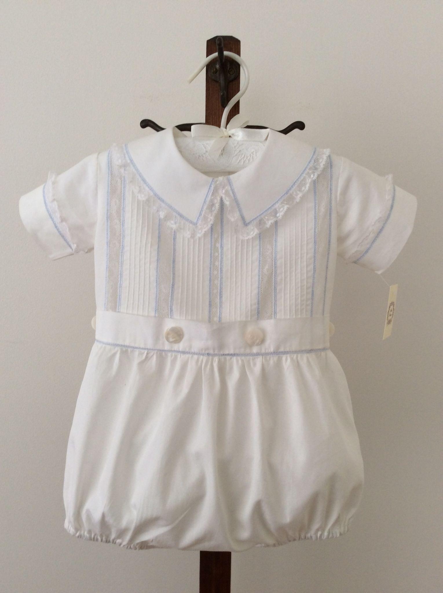 Pin på Vit bebisklänning