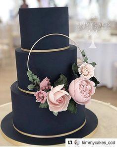 Pastel de bodas azul marino