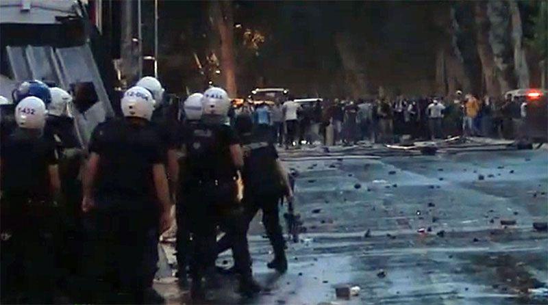 Turchia: notte di violenze, sale a tre morti bilancio proteste