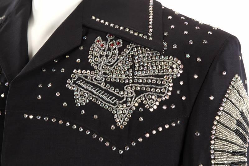 Michael Travis - Costumes de Scène - Liberace - Extravagance - Broderies, Sequins, Perles, Paillettes, Fourrure, Plumes .... Notes de Musique