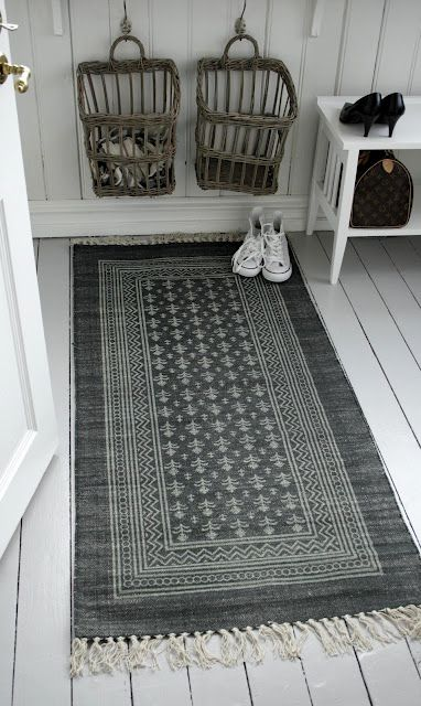 White Painted Floor Carpet And The Baskets For Scarfs And Loose