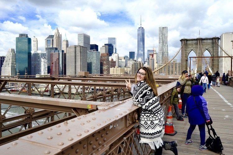 New York happiness on Brooklyn Bridge